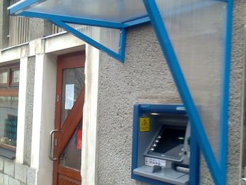 Stříška nad bankomat