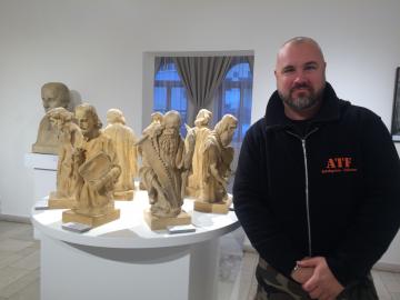 Stěhování soch sochaře Suchardy Nová Paka