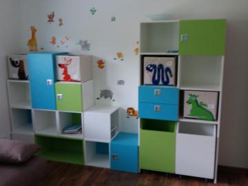Chlapecký pokoj - materiály HPL- barené odstíny, kování blum