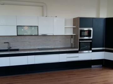 Kuchyňská linka  přední plochy  HPL , Pracovní deska HPL, kování Blum