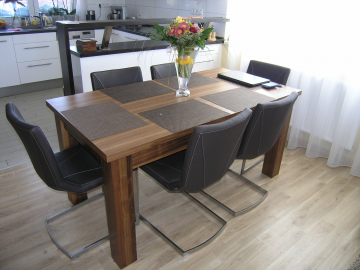 Stůl - ořech