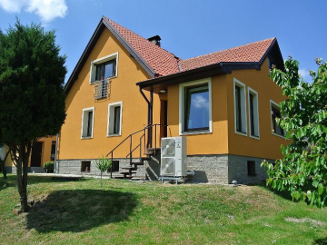 V rodinném domě u Kladna zajišťuje tepelné čerpadlo vytápění domu a ohřev užitkové vody.